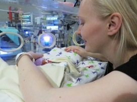 mummy bedside cuddles with Silver Rose NICU